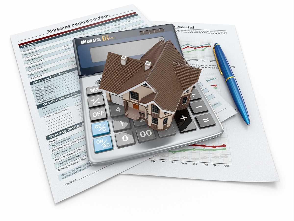 documenti con sopra una calcolatrice e un modellino di una casa
