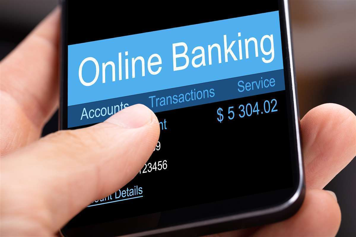 cellulare con display sull'online banking