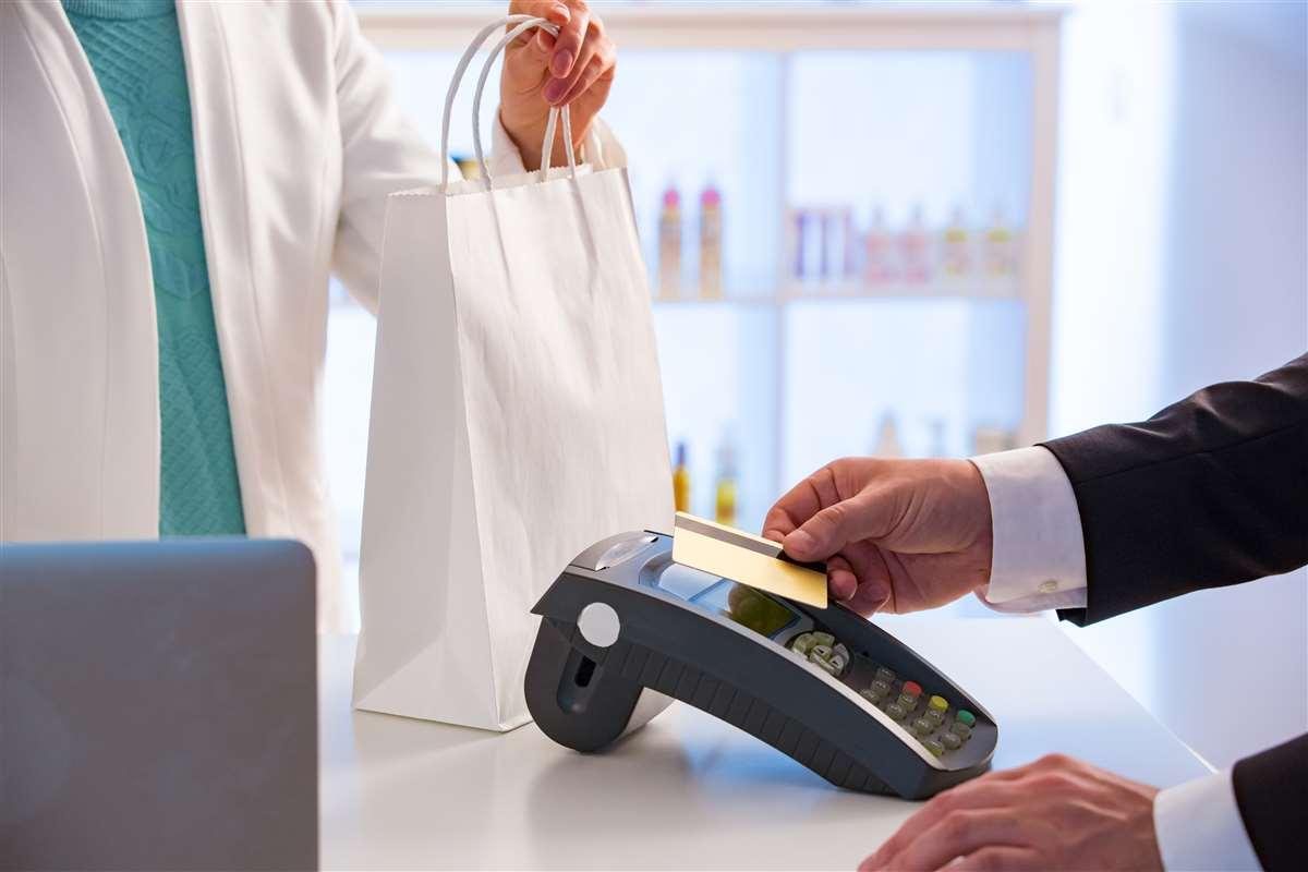 Sempre più digitale e meno contante nei pagamenti degli italiani