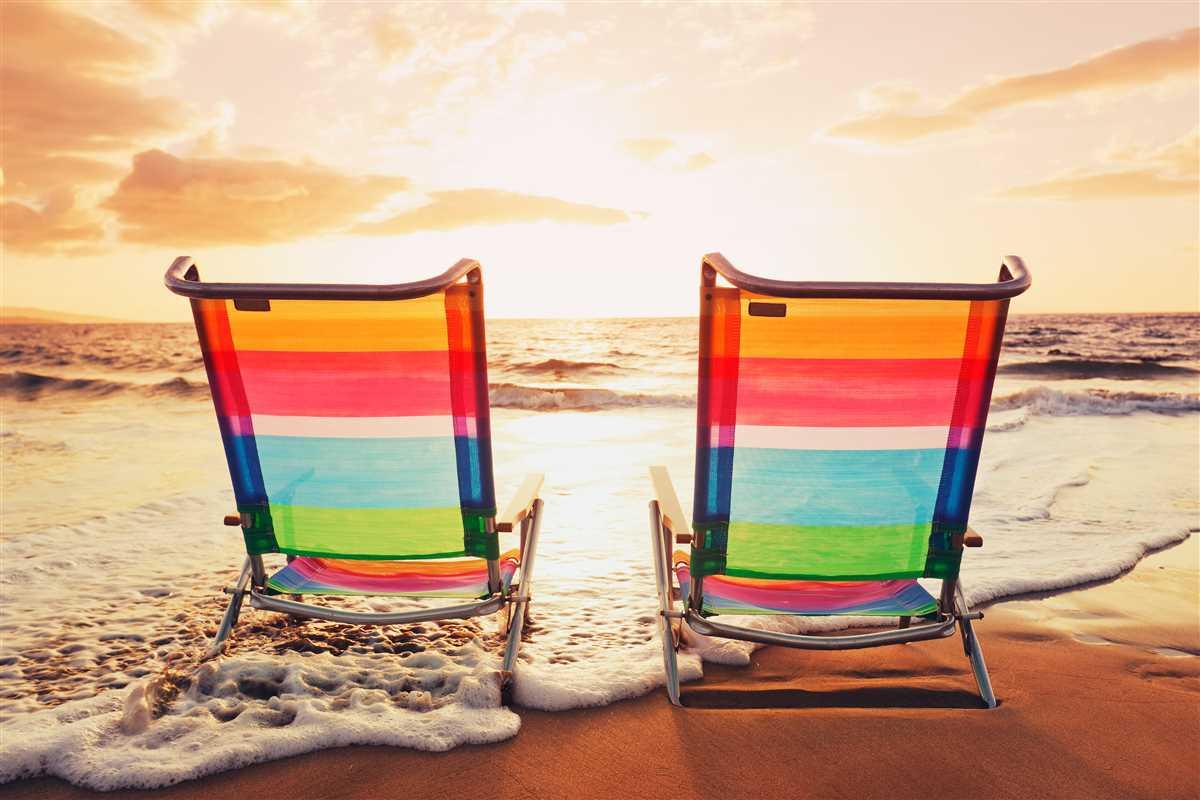 sedie a sdraio su spiaggia